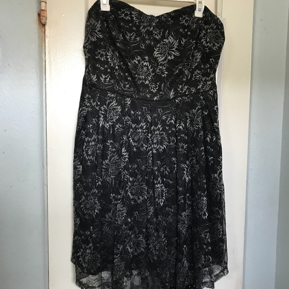 Forever 21 Dresses & Skirts - Black Lace Strapless Dress